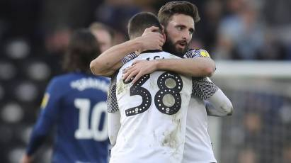 Shinnie Heaps Praise On Midfield Partner Knight